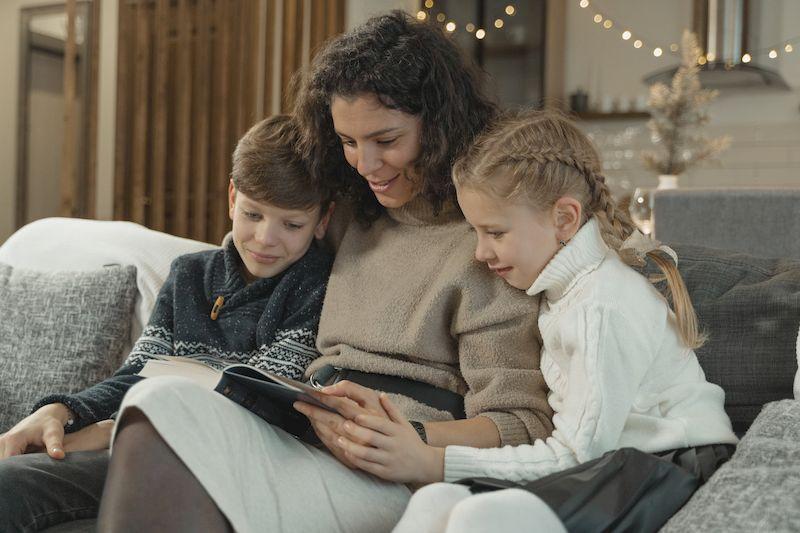 Читать детям книги
