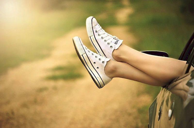 Как убрать неприятный запах ног — причины и народные средства борьбы